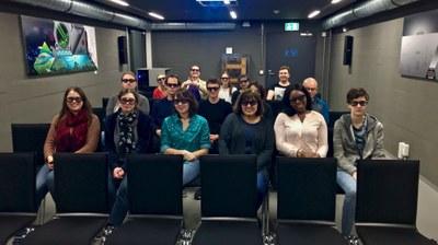 Kursteilnehmende mit 3D-Brillen im Computermuseum der Fachhochschule Kiel