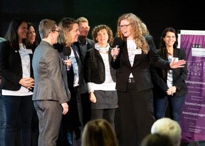 Team auf Bühne